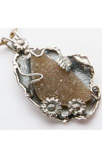 Ciondolo  artigianale con micro cristalli cod.0010134